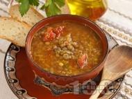 Рецепта Класическа чорба / супа от леща, домати, моркови и чесън със запръжка от брашно и червен пипер